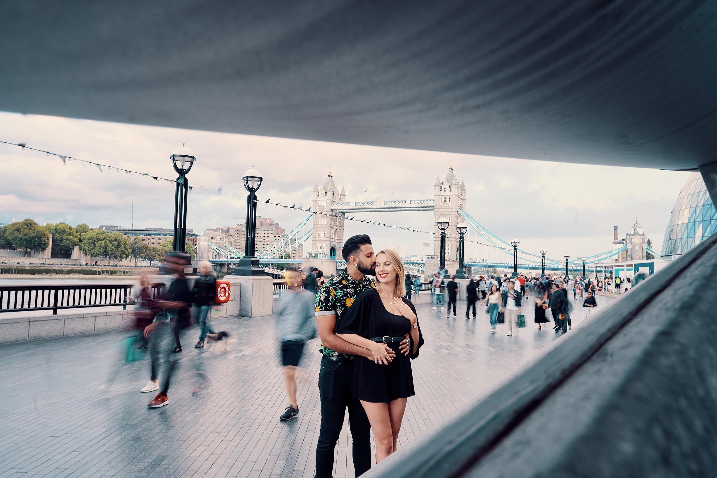 London Bridge Couples Portraits Artistic Picture By A Few Good Clicks
