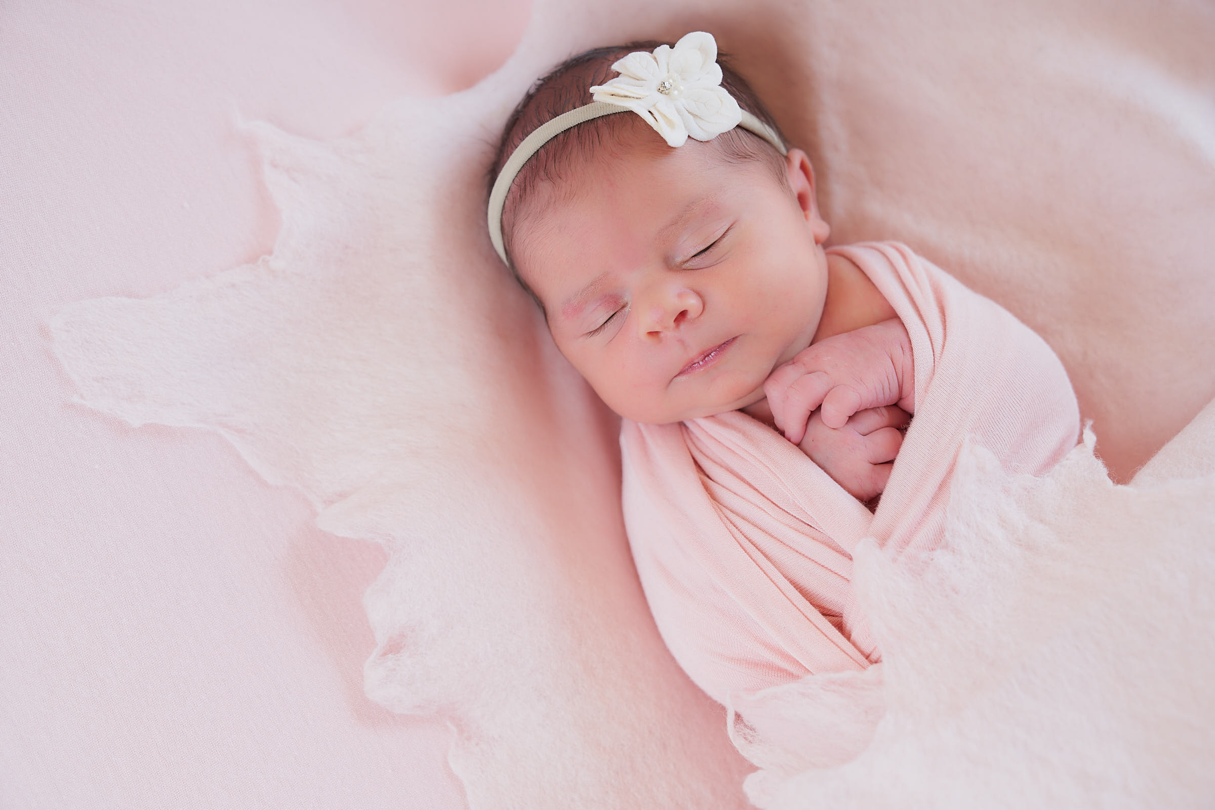 Simple Newborn Poses For In Home Newborn Photoshoot