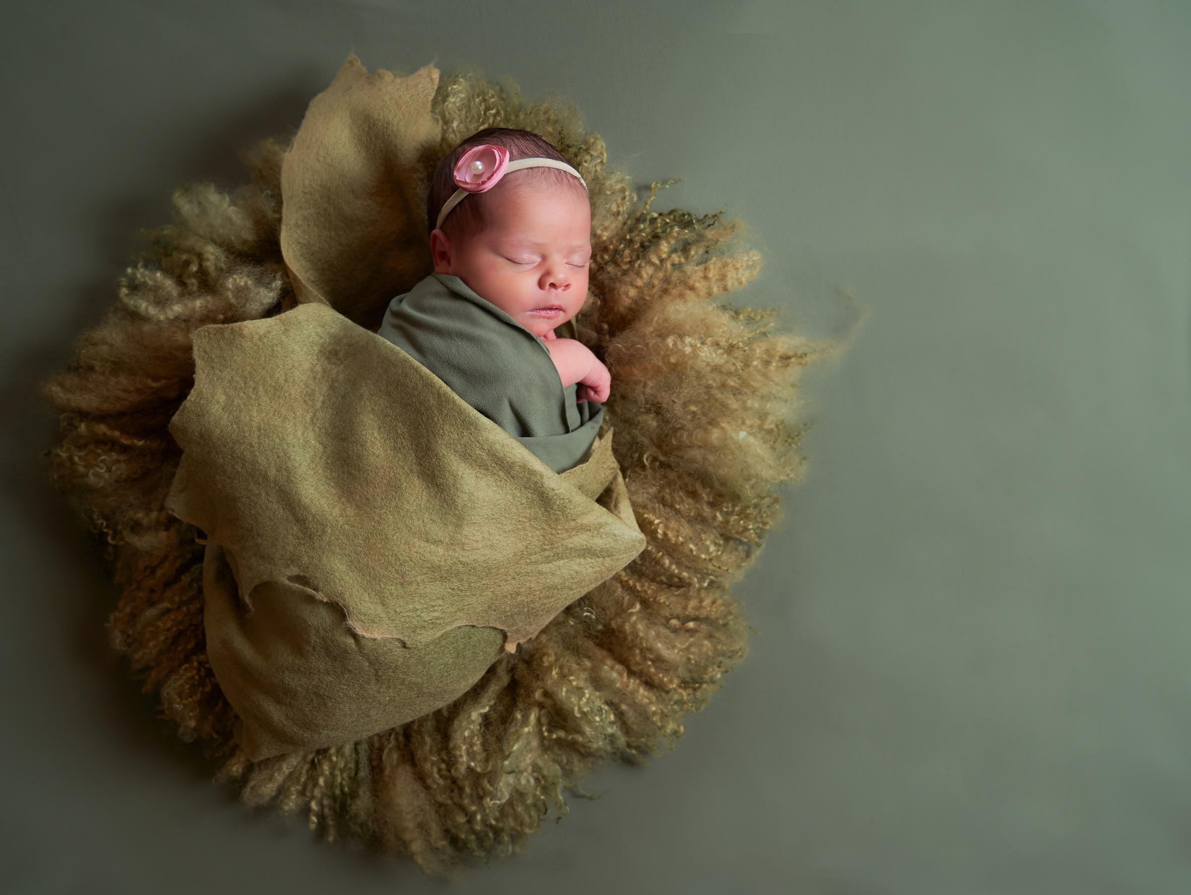 Green Wrap Set Up Newborn Baby Girl Photos