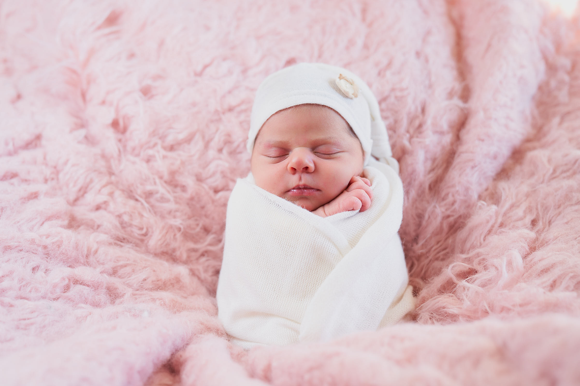 Newborn Baby Photos In Home Session By Afewgoodclicks